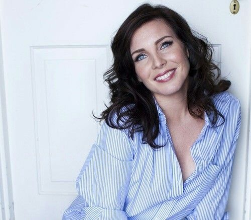 June Diane Raphael - love this hair colour on her