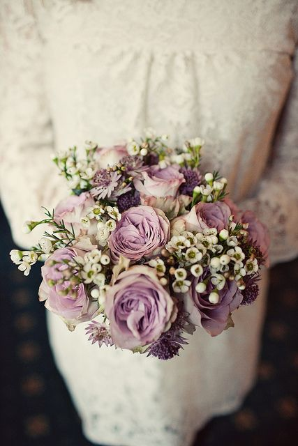 Vintage-inspired lilac roses
