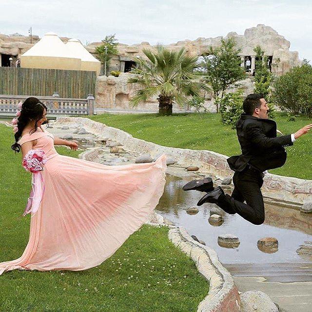 Hahahaha geline bak ������——————————————————–———— { SnapChat | mariagesturcs } ——————————————————————–#turk #dugun #düğün #gelin #gelinlik #turc #turkey #turkiye #kizalma #mashallah #dab #dance #dabs #oyun #havasi #yaniyor #ramadan #turc http://turkrazzi.com/ipost/1523900618431026892/?code=BUl-4nalFbM
