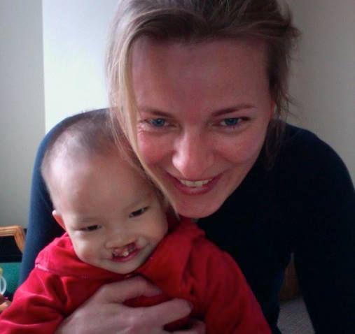 Zoals voor de meeste ouders zijn mijn drie kinderen mijn wondertjes. Deze foto is kort na de eerste ontmoeting met mijn kleine meisje in China gemaakt. Wat een bijzonder moment, echt een wonder die mijn leven iedere dag mooier maakt. Door: Bianca Harms