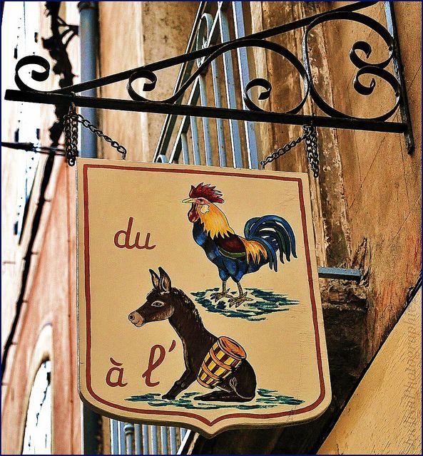 Pézenas Coeur de Ville, boutiques, échoppes, restaurants, quartier historique~~Enseigne à Pézenas South of France