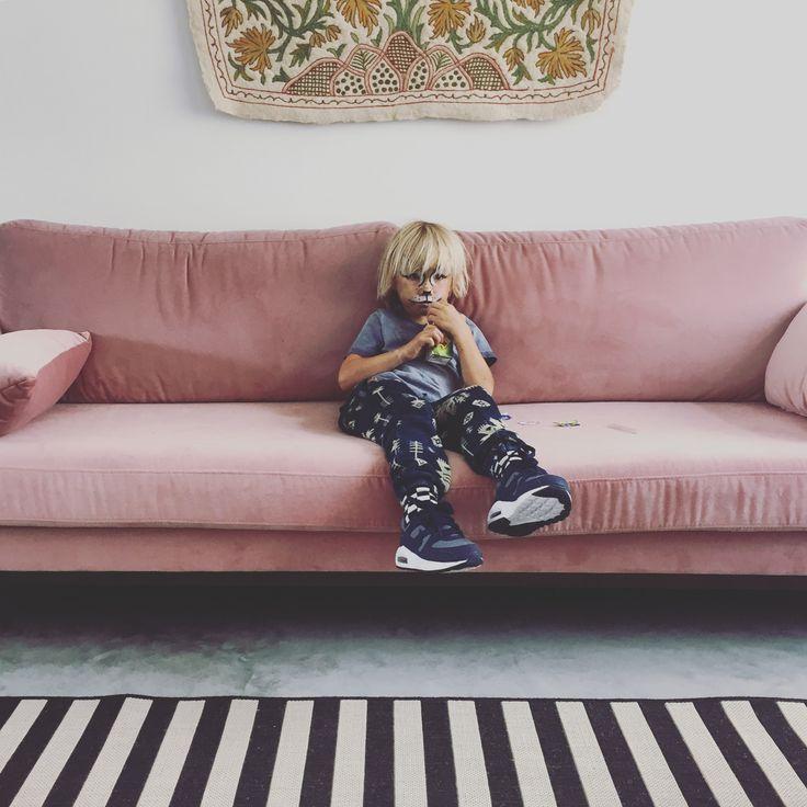 pink velver couch, striped rug, kids facepaint, concrete floor