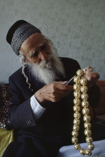 Israel | A Yemeni jeweler works on traditional Yemeni Orthodox Jewish wedding jewelry, worn by the bride on the day of matrimony. Jerusalem | © Jodi Cobb