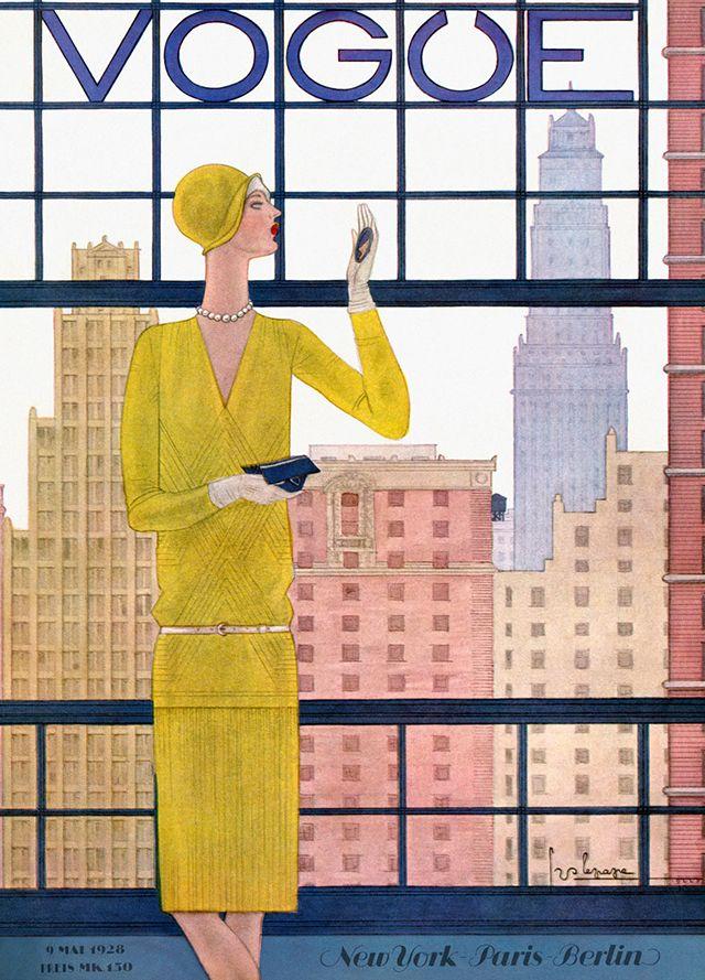 Georges Lepape  1910 and 1930, portada Vogue. Vestido con un traje amarillo con cinturón inteligente y cloche, una mujer mira distraídamente en un polvo compacto. Los edificios densamente poblados de la ciudad se levantan detrás de ella.