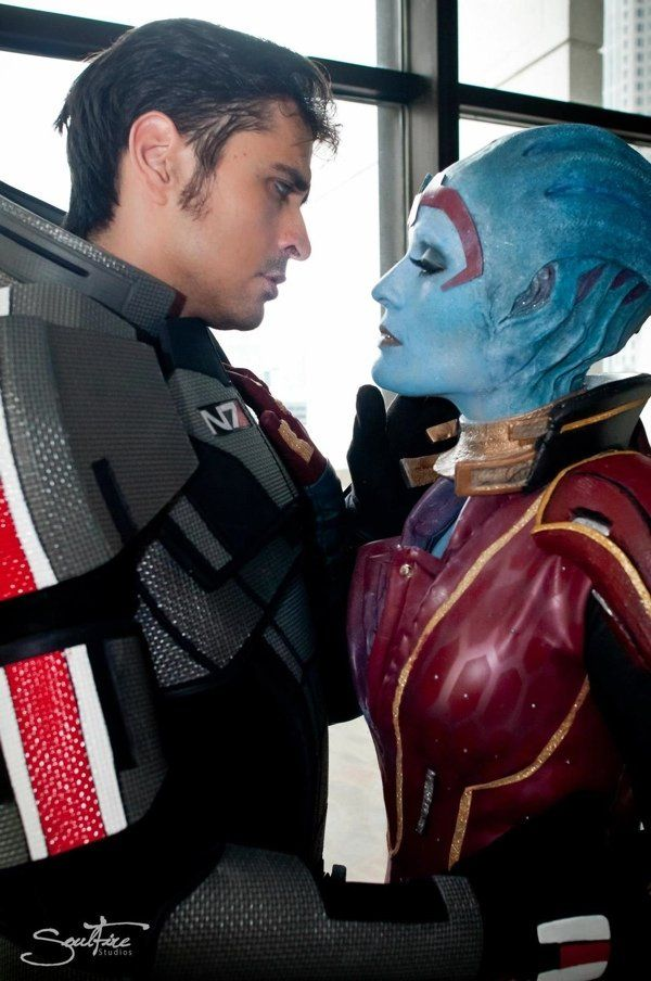 705b94e32b29b4aff8d922ce2b23f305-actual-actors-cosplay-mass-effects-shepard-and-samara.jpg (600×904)