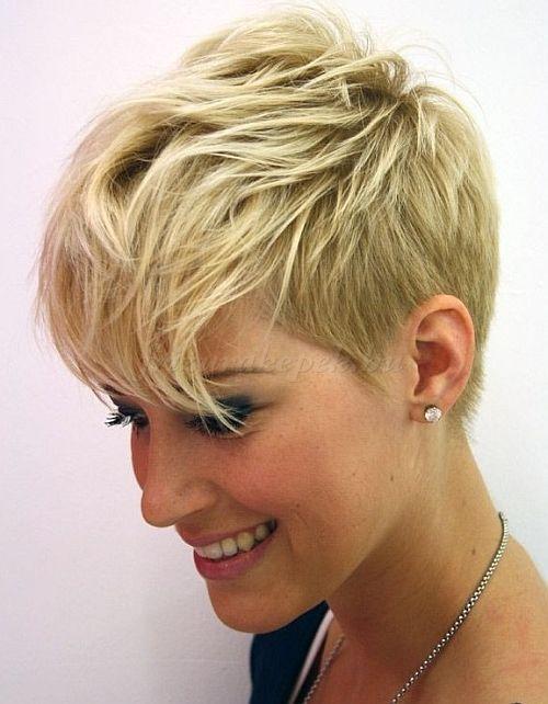 rövid női frizurák - fejtetőn hosszúra hagyott női frizura