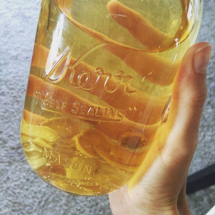Ik maak altijd van die complexe drankjes (niet echt, maar dat lijkt zo) als kefir en kombucha of jun thee. Deze recepten vind je trouwens allemaal in mijn nieuwe boek, woeeee! Ze zijn niet echt com…