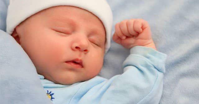 Ilk 1 Sene Bebek Izlemleri Hakkinda Ozel Fotograf Galerinin Ve Bilgilerin Bulundugu Pindir Bebek Malzemeleri Cocuk Uykusu Bebek