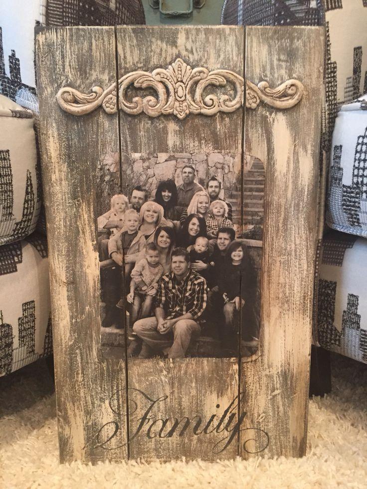 panneau de bois de palette et photo, agrémenté d'un appliqué de bois.