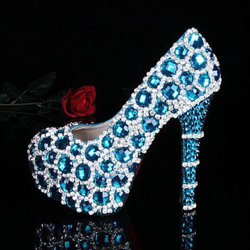 Imagen de http://indianweddingsite.com/wp-content/uploads/2013/10/Blue-swarovski-crystal-shoes-e1380767411567.jpg.