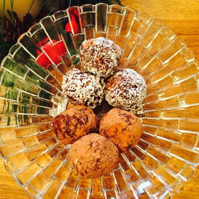 HEALTHY CHOCOLATE DATE TRUFFLE BALLS (GF & V)  veganleeks.com