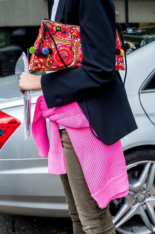 bag, borsa, fashion, moda, outfit, colore, pantaloni verdoni, maglione fucsia