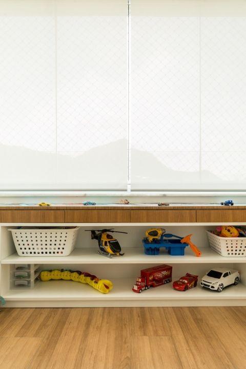 O espaço de 9m2 era uma varanda. Mas o projeto do THE LITTLE DOOR STUDIO transformou o ambiente em uma brinquedoteca das mais bem-boladas.