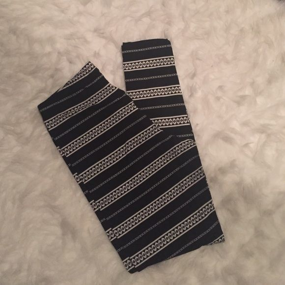 Old Navy Leggings Black leggings with white print. Size M. Worn once. Old Navy Pants Leggings
