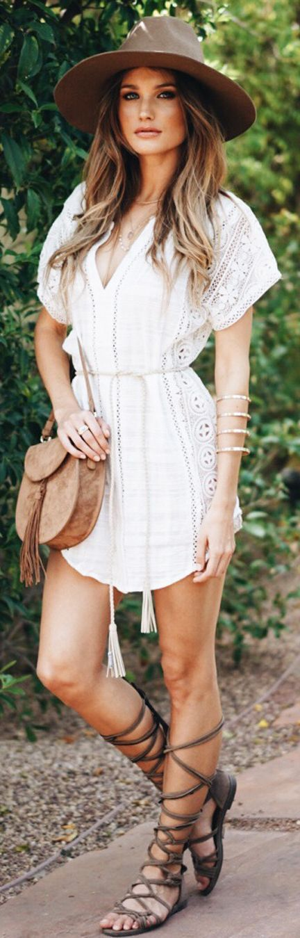 Boho chic. Gotta get me a bohemian dress and sandals like that!