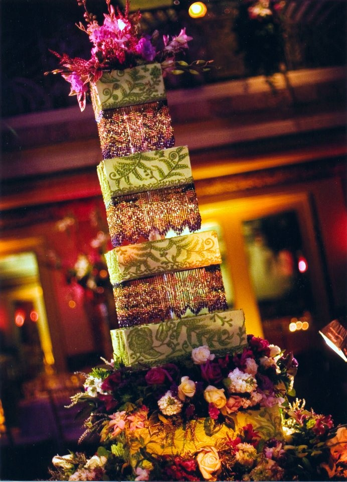 An #architectural wonder. Love the mixed #patterns on this Sylvia Weinstock #cake! For more inspiration, visit prestonbailey.com.