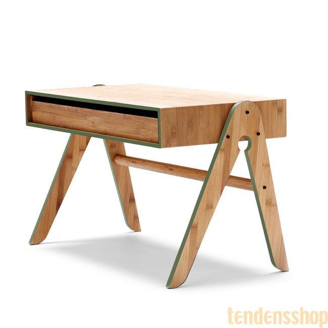 Geo´s Table er fra We do Wood ikke kun et smukt og enkelt sidebord, det er også et funktionelt børnebord. #wedowood #design #bord #boligindretning