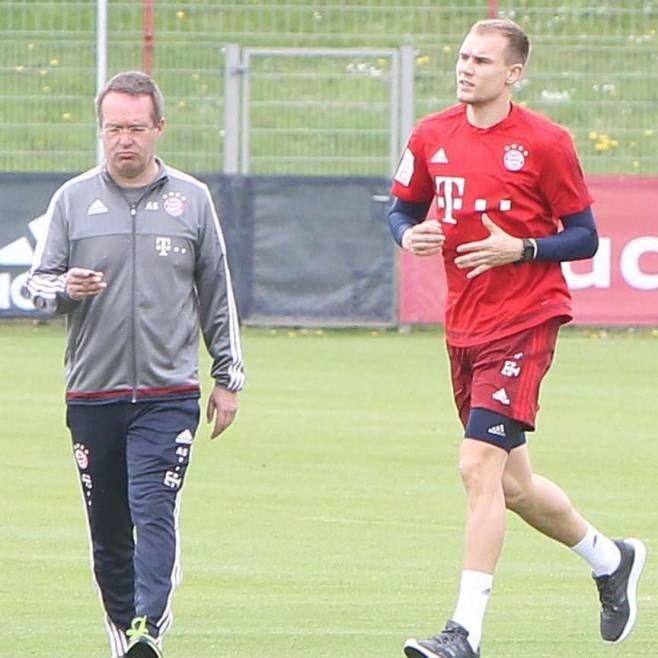 http://www.bild.de/sport/fussball/holger-badstuber/zurueck-im-training-45756250.bild.html
