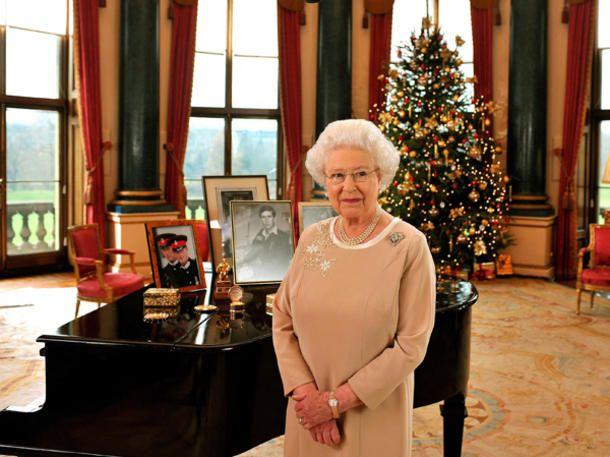 Weihnachten mit der Queen   Alle Jahre wieder… Auch die englischen Royals feiern  Weihnachten  mit all seinen Traditionen, Geschenken und vor allem der Familie. Für  Queen Elizabeth  (86) sind es ganz besondere Feiertage - denn sie versammelt all