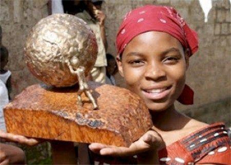 Thandiwe Chama (1991) https://www.youtube.com/watch?v=dHe91ewt7ts Η Thadiwe Chama από την Ζάμπια ήταν μόλις 8 ετών το 1999, όταν το σχολείο της έκλεισε λόγω έλλειψης δασκάλων. Η νεαρή Αφρικανή αρνήθηκε να το δεχθεί και παρακίνησε άλλα 60 παιδιά να πραγματοποιήσουν μια πορεία για να βρουν ένα άλλο σχολείο. Το 2007 έλαβε το Διεθνές Βραβείο Ειρήνης Παιδιών.