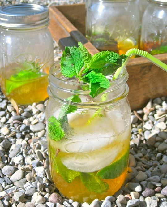 The Queen's Rum Shaker Cocktail: The Perfect Portable Summer Cocktail and it's served in a mason jar!