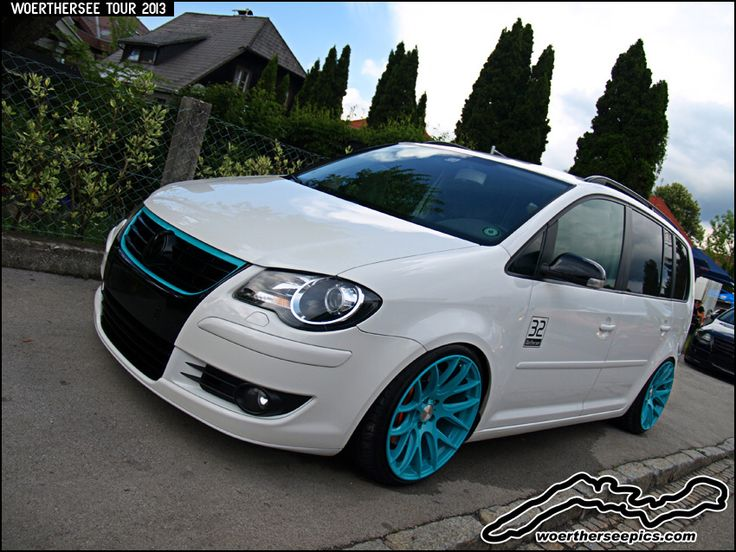 White VW Touran with blue wheels at the Woerthersee Tour GTI Treffen 2013