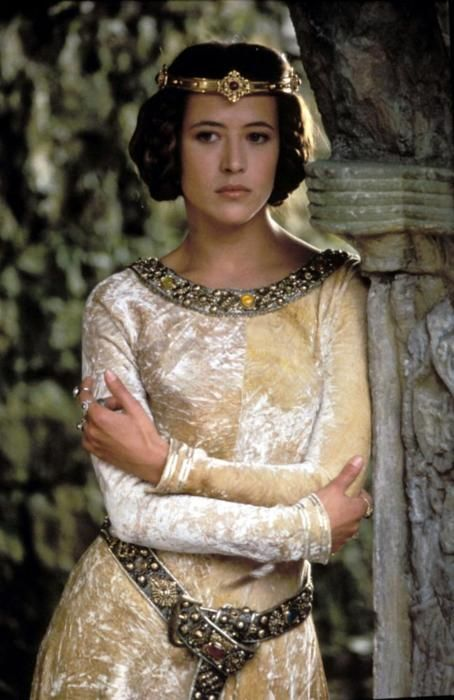 I've got medieval dress on the brain...  Sophie Marceau as Princess Isabelle in Braveheart.  Love her hair especially.
