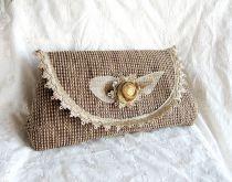 Flower vintage purse by http://www.breslo.hu/item/Flower-vintage-megrendelheto_2471#