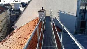 Wien-Rudolfsheim-Fünfhaus: Sturz aus 18 Metern auf Auto – Frau überlebt