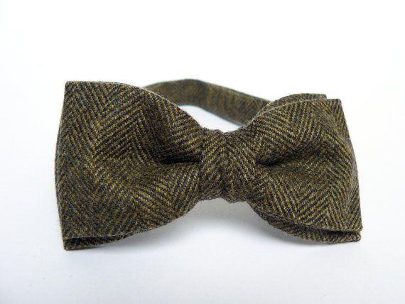 Olive Green Herringbone Men's Bow Tie by BartekDesign on Etsy, €19.50
