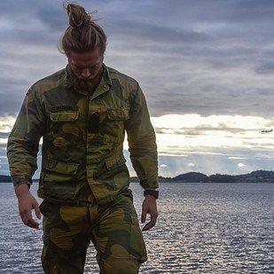 Muitas das fotos são dele usando seu uniforme da Marinha… | Este oficial da Marinha norueguesa é a nova sensação do Instagram