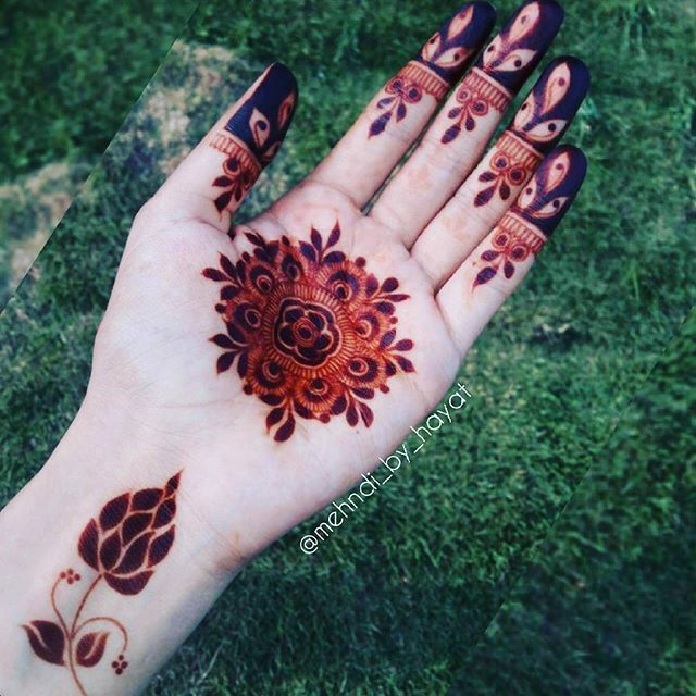 """Absolutely Loving the result #MashaAllahu  Passion is the driving force that pushes us to """" make things happens"""". #mehndi_by_hayat"""