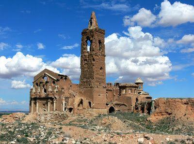 """Situado en la provincia de Huelva - España, cerca de la frontera lusitana, Ayamonte es uno de los """"pueblos fantasmas"""" más misteriosos y desconcertantes de España."""