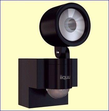 De ILSL001 van IIQUU is een batterijgevoede LED-lamp die u op een buitenmuur monteert en die automatisch gaat branden als iemand door het bereik van de bewegingssensor loopt. De lamp is uitgerust met een krachtige witte power-LED en is zeer energiezuinig. Het bereik van de sensor bedraagt ongeveer zes meter, de gevoeligheidshoek is 120°. http://www.vego.nl/nedis-alarm/ilsl001/ilsl001.htm