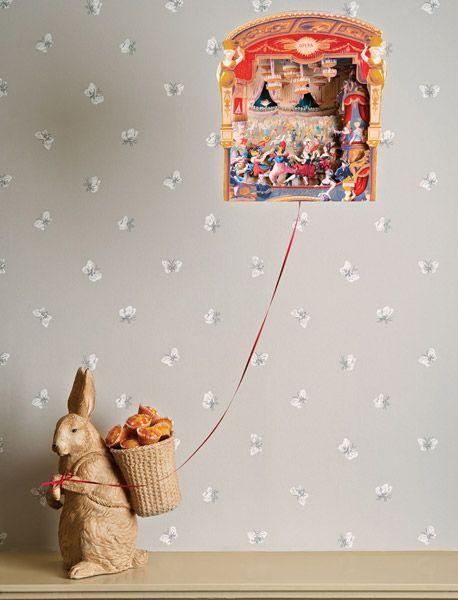 Diseños exclusivos de Cole&Son en la nueva colección Whimsical, catálogo inspirado en la naturaleza marina y las formas geométricas, destacamos los reconocidos árboles del fabricante , que en esta nueva propuesta aparecen estrellas para una decoración de ensueño, para más información en  https://papelpintadobarcelona.com/2016/09/10/papel-pintado-whimsical-cole-son/