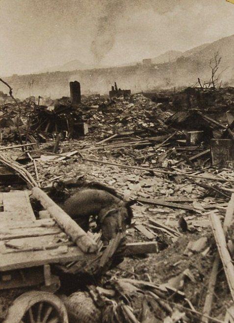 Le drammatiche immagini scattate poche ore dopo l'attacco atomico a Nagasaki…