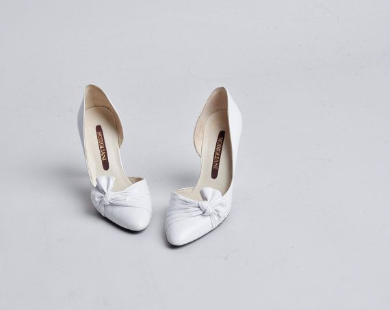 white bow pump heels / pointed toe / leather by persephonevintage