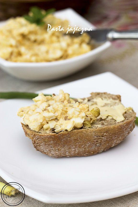 Dzisiaj prosty przepis - Pastella jajeczna z podsmażaną cebulką. Pychotka. Idealna (nie tylko) do piątkowych kanapek. Polecam :) http://ulubioneprzepisy.com/2014/03/19/pastella-jajeczna/