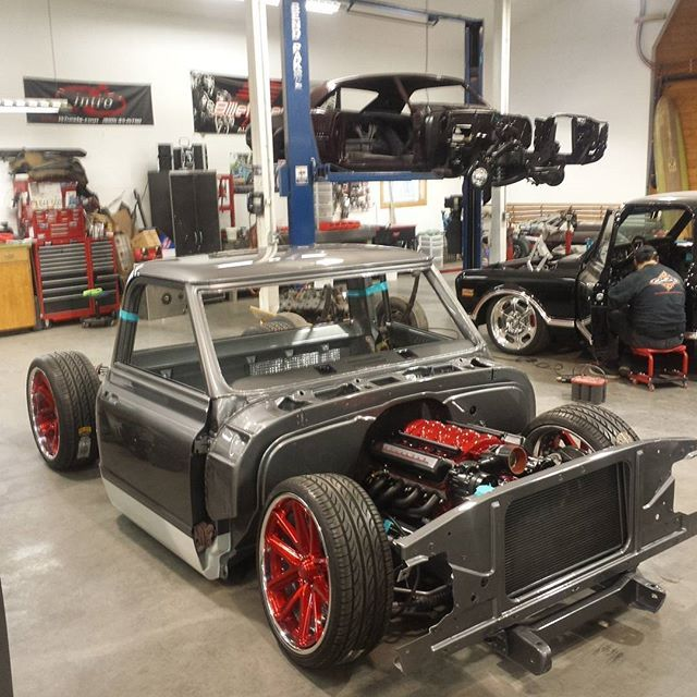 Custom car garage images galleries for Garage auto b2