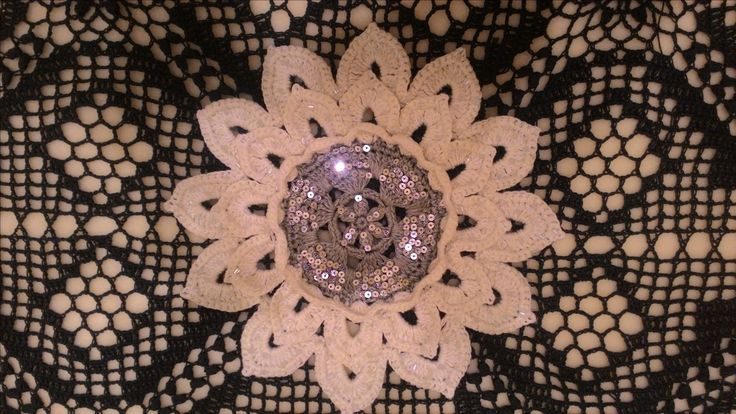 цветок - декор для сумки, натуральный лен, пайетки, бисер..