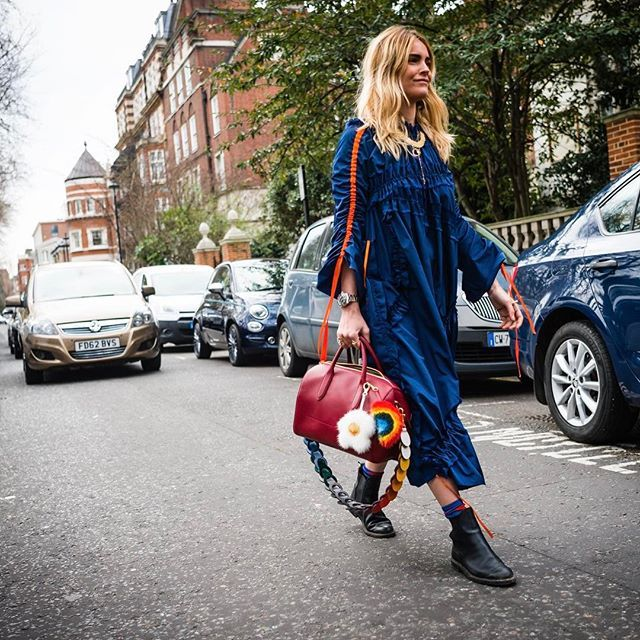 @ walkingcanucks - London Fashion Week .@blancamiro ..📷: @walkingcanucks#lfw #londonfashionweek #fashionweek #london #streetstyle #streetfashion #streetsnap #fashion #womenswear #ootd #dailylook #toronto #picoftheday #walkingcanucks #토론토 #김작가의패션위크 #데일리룩 #스트릿패션 #런던 #패션위크 #런던패션위크 #패션피플