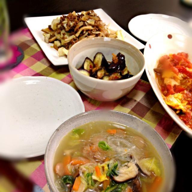 買い物にいかなかったので余り物でてきとーに(´Д` ) - 6件のもぐもぐ - トマト卵炒め➕ひき肉とキャベツ炒め➕茄子のピリ辛和え➕白菜と春雨スープ by sattun3103