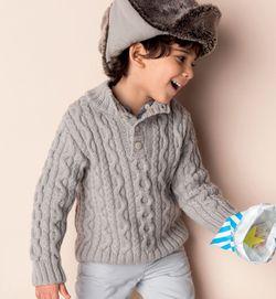 Gebreide jongenstrui met kabels.