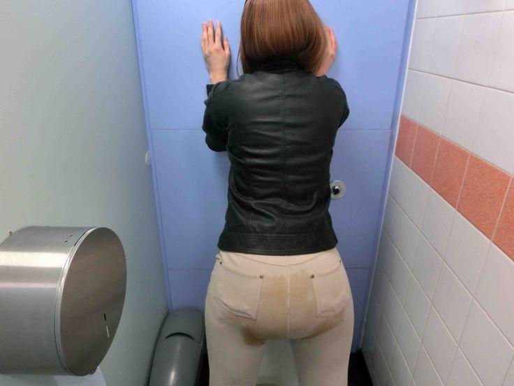 sexy girl poop in her pants