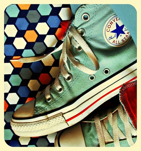 converse: Comfy Shoes, High Tops, Colors, Chuck, Vintage Photography, Converse Shoes, Conver Shoes, Vintage Style, All Stars