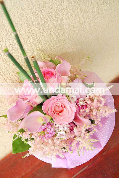 Buchet cu trandafiri si cale in nuante de roz pal