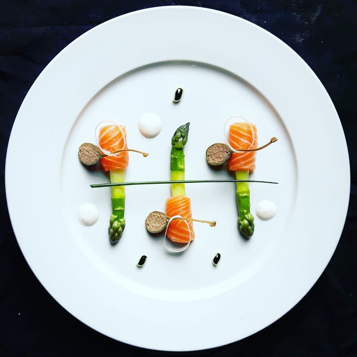 Inconnu Chef ^ _ *  Asparges  et  Saumon avec  capres