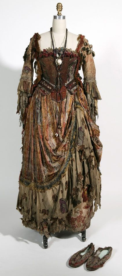"""From """"Pirates of the Caribbean: Dead Man's Chest"""" (2006) worn by  Naomie Harris as Tia Dalma design by Penny Rose"""