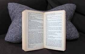 Ein Leseknochen ist Nackenstütze, Buchstütze, Lesehilfe, Rückenkissen und Keilkissen ist einem.                   Heute habe ich einen Lese...