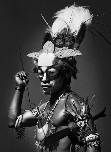 Sebastião Salgado | PERFORMEN BEIM MOUNT HAGEN SING SING FESTIVAL, PAPUA NEUGUINEA (2006) | verfügbar